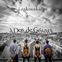 A dos de géants Zakouska, groupe instr.