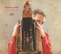 Dounia Gurvan Liard, vielle à roue électro-acoustique, guimbarde, accordéon, guitare Nanih Vitard, chant Anne-Laure Bourget, tablas, daf, doholla