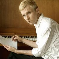 Bury the hatchet Jay-Jay Johanson, comp., piano, chant
